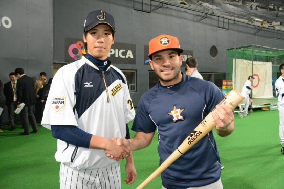 Altuve brought his big bat to Japan