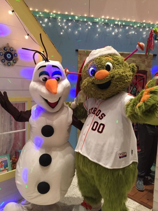 Astros mascot Orbit and Olaf from Frozen delighted fans1
